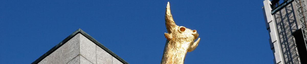 Skulptur Tjuren av Allan Runefelt utanför Västerås stadshus. Foto: Christina Wallnér